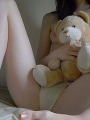 Photo gallery of a naked shy Korean girlfriend